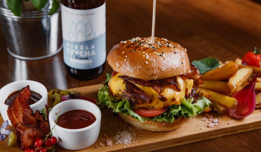 Restauracja Dwór Choiny - Jedzenie - Burgery - Hotel